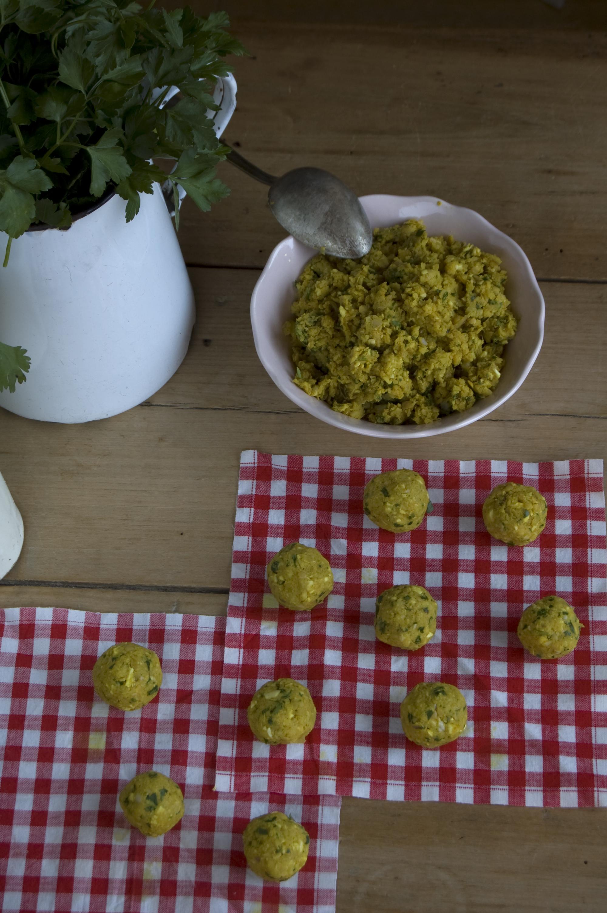 Ten perejil fresco a mano para hacer tu falafel
