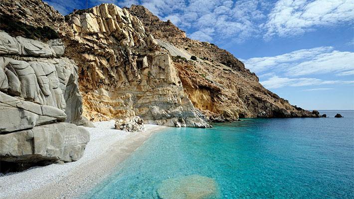 Parece el auténtico paraíso, está en Grecia, sus habitantes se hacen ancianitos sin sentirse abandonados y no necesitan tomar un cargamento de pastillas a diario. ¿A que parece de película?