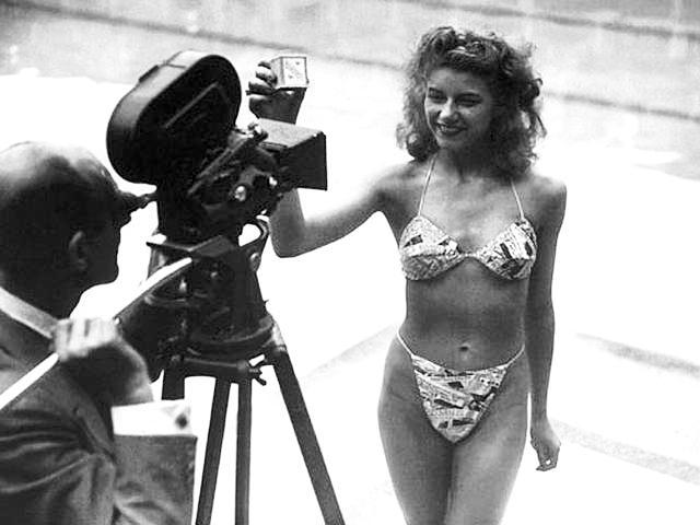 La primera valiente en desafiar a la sociedad con  esta diminuta prenda fue Micheline Bernardini.  París, 5 de Julio de 1946.